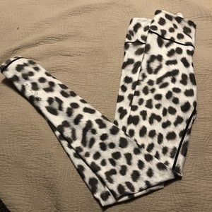 Popactive size small, leopard black/white leggings